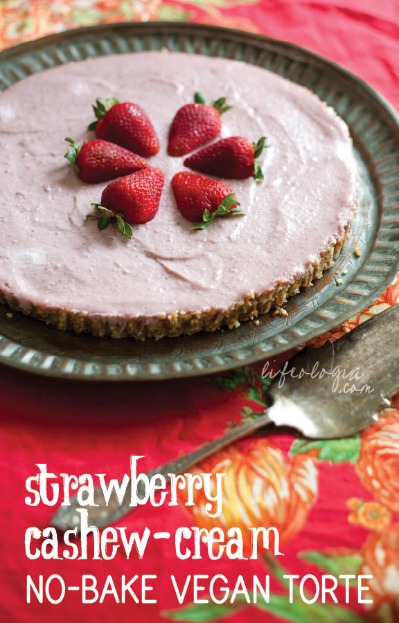 lifeologia-strawberry-cashew-cream-torte