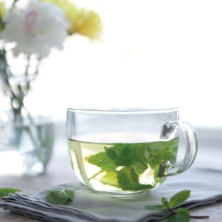 Fresh-Mint-Tea-Naturally-Deliciously-Pure-Ella-Leche3