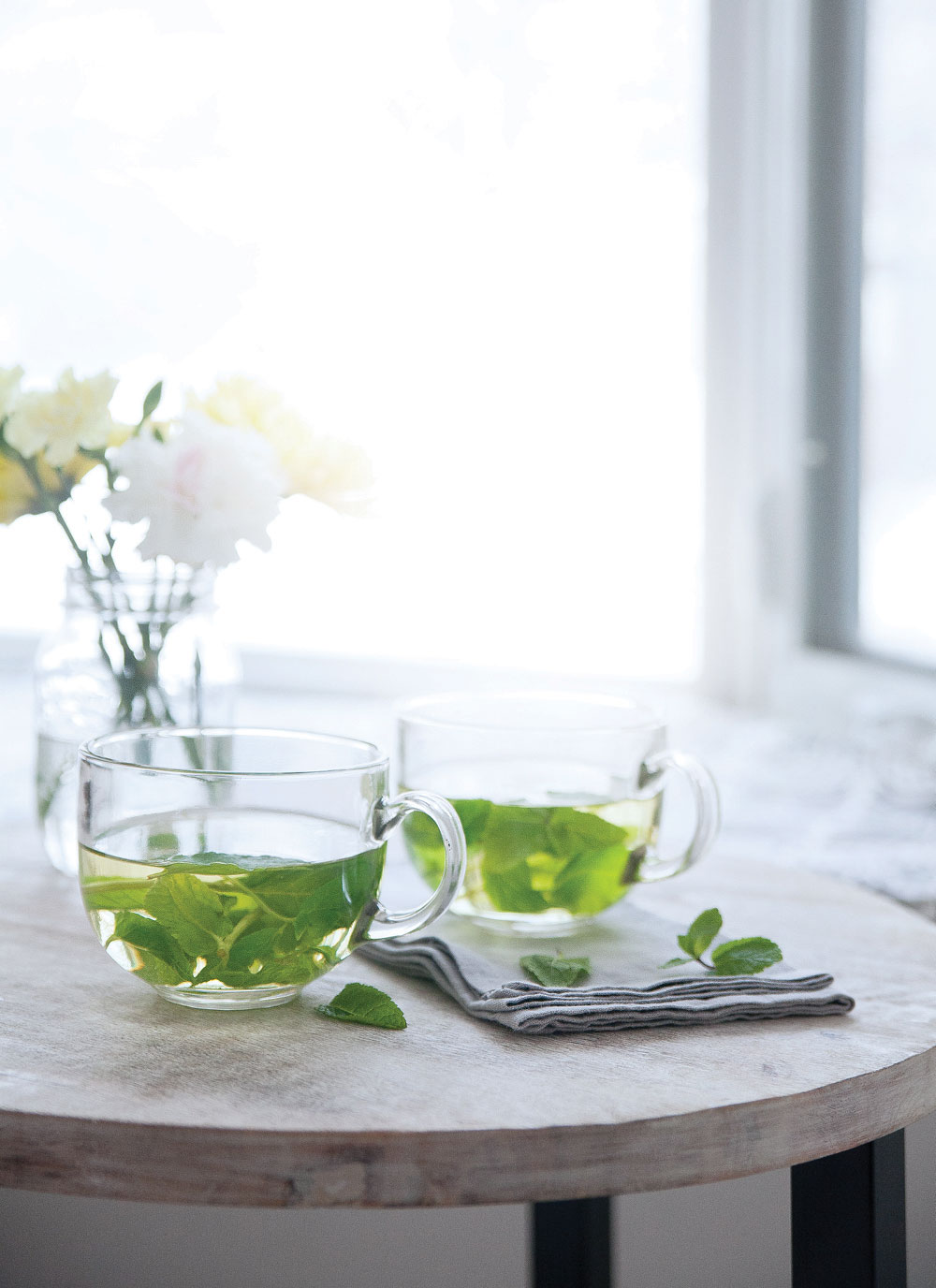 Fresh-Mint-Tea-Naturally-Deliciously-Pure-Ella-Leche4