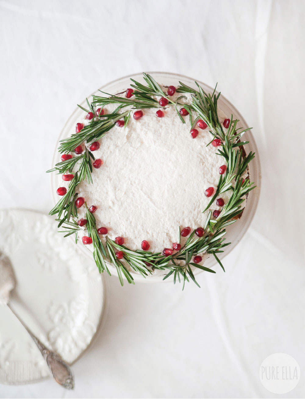 Gluten-free-Vegan-Gingerbread-Christmas-Wreath-Cake-Recipe6