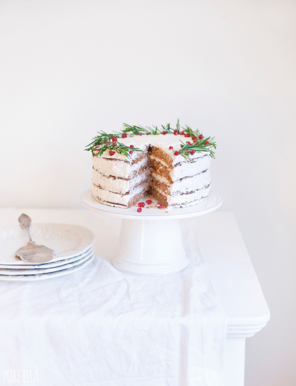 Gluten-free-Vegan-Gingerbread-Christmas-Wreath-Cake-Recipe7