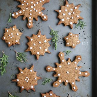 Healthy Gingerbread Cookies (gluten-free, vegan, refined sugar free)
