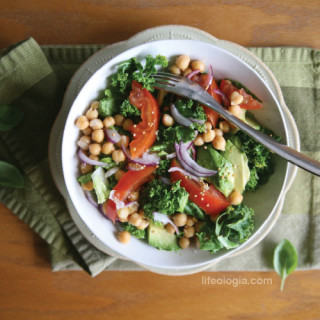 clean eating : kale + chickpea pick-me-up salad