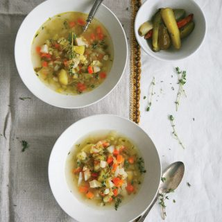 polish-pickle-soup-with-potatoes-ella-leche-pure-ella