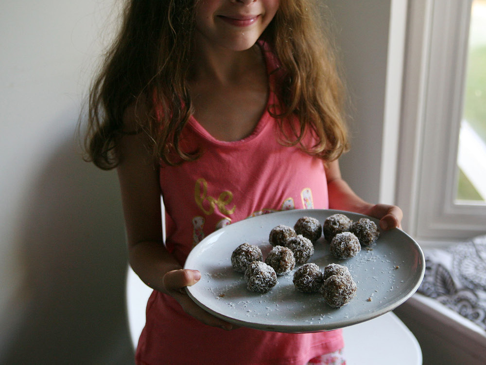 Pure-Ella-Coconutties-Bliss-Balls8