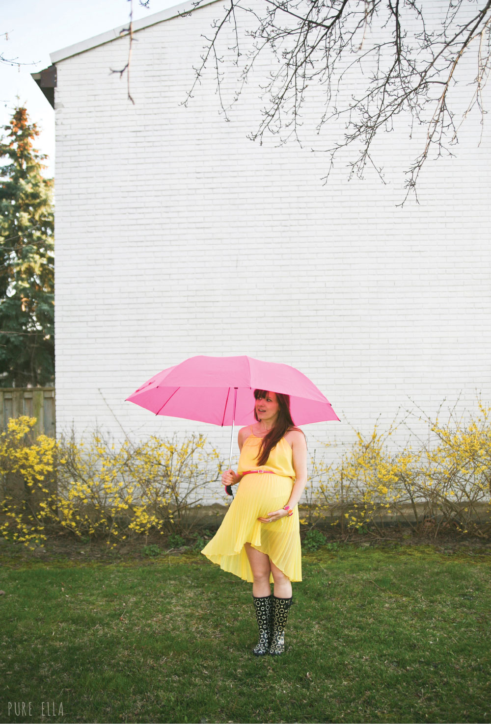 Pure-Ella-Pregancy-Photography-yellow-dress-with-umbrella2