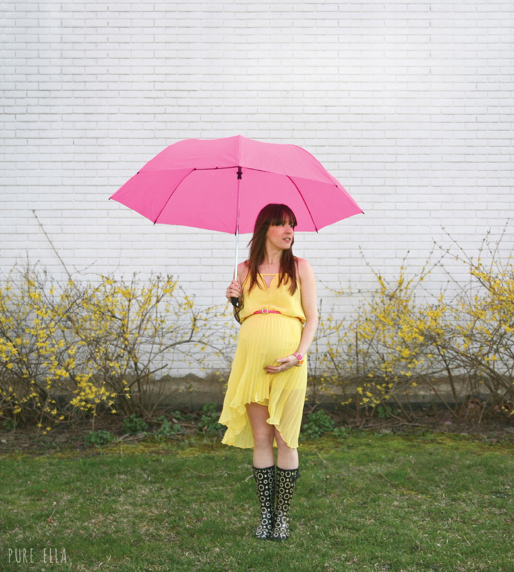 Pure-Ella-Pregancy-Photography-yellow-dress-with-umbrella3