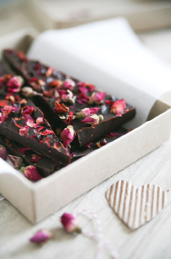 Pure-Ella-Pure-Passion-Rose-Petal-Dark-Chocolate-Bar14