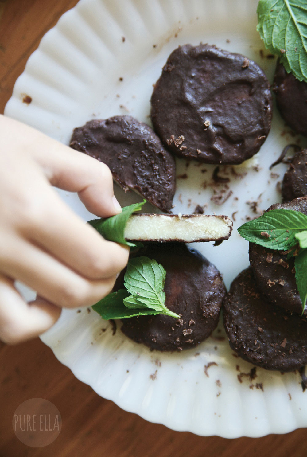 Pure-Ella-Raw-Dark-Chocolate-Mint-Thins2