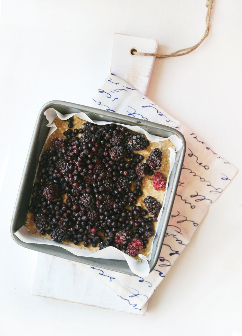 Pure-Ella-gluten-free-vegan-blueberry-blackberry-crumb-squares2