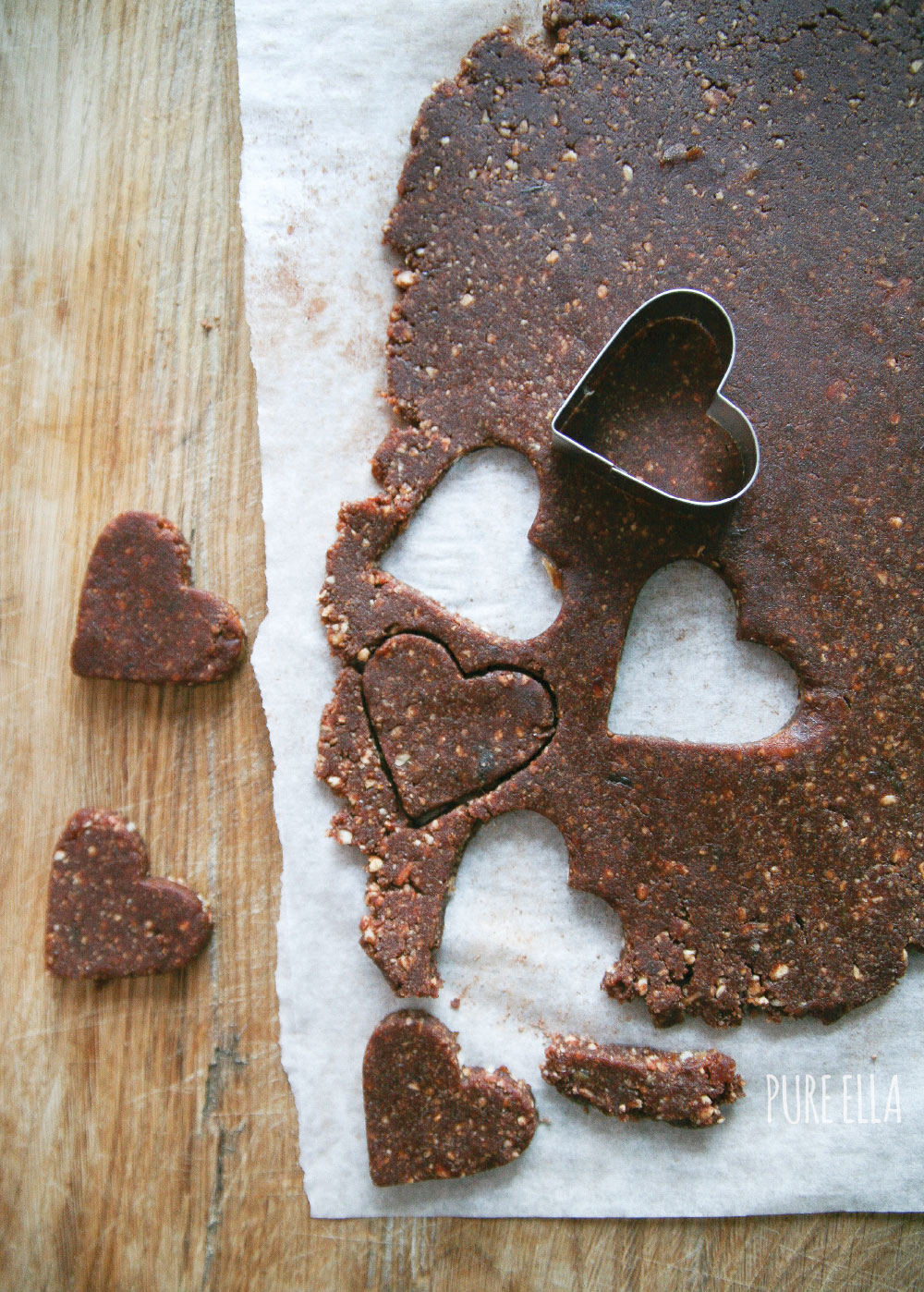 Pure-Ella-raw-hazelnut-chocolate-hearts7