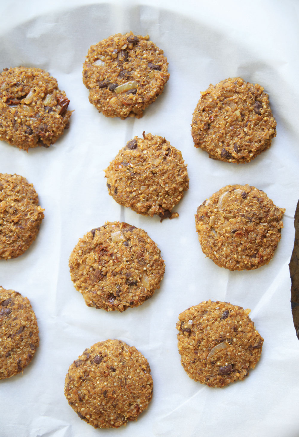 quinoa-black-bean-cakes-pure-deliciously-ella-leche3