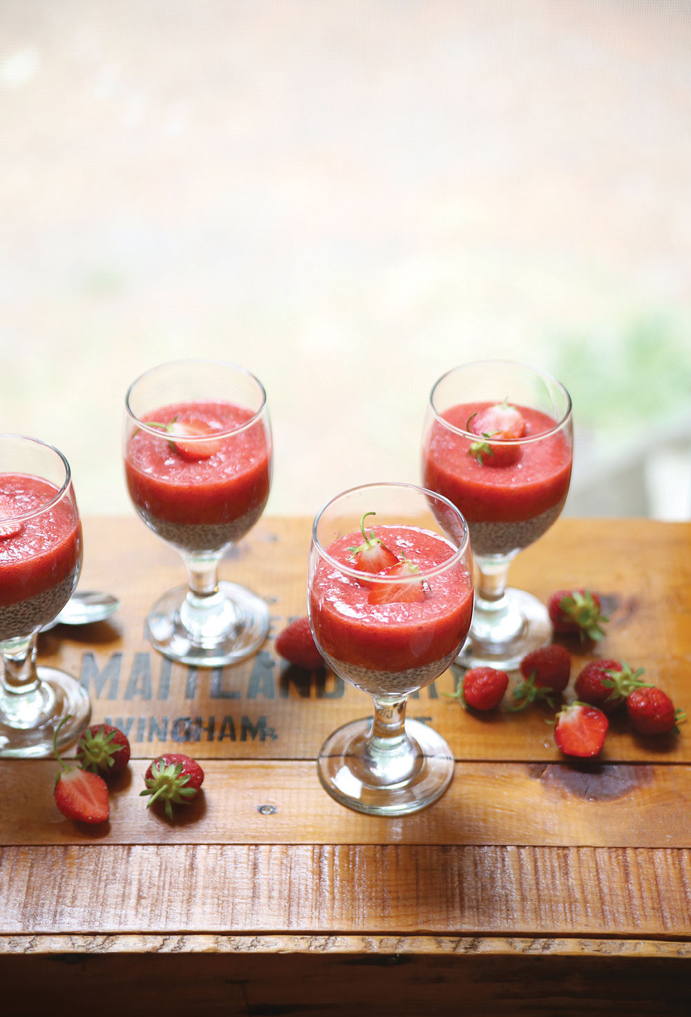Strawberry-Puree-Chia-Pudding-Pure-Ella-Leche4