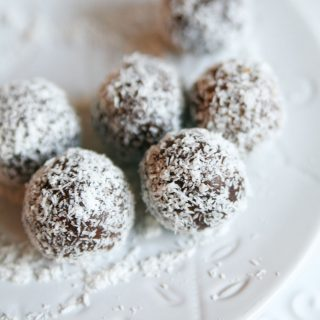 10 minute Raw Almond Joy Balls