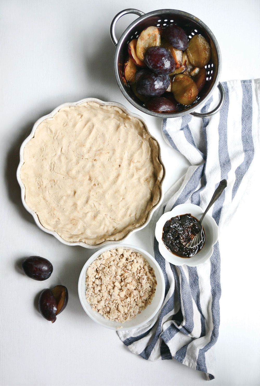 Gluten-Free-Crumble-Plum-Pie-Pure-Ella-Leche3