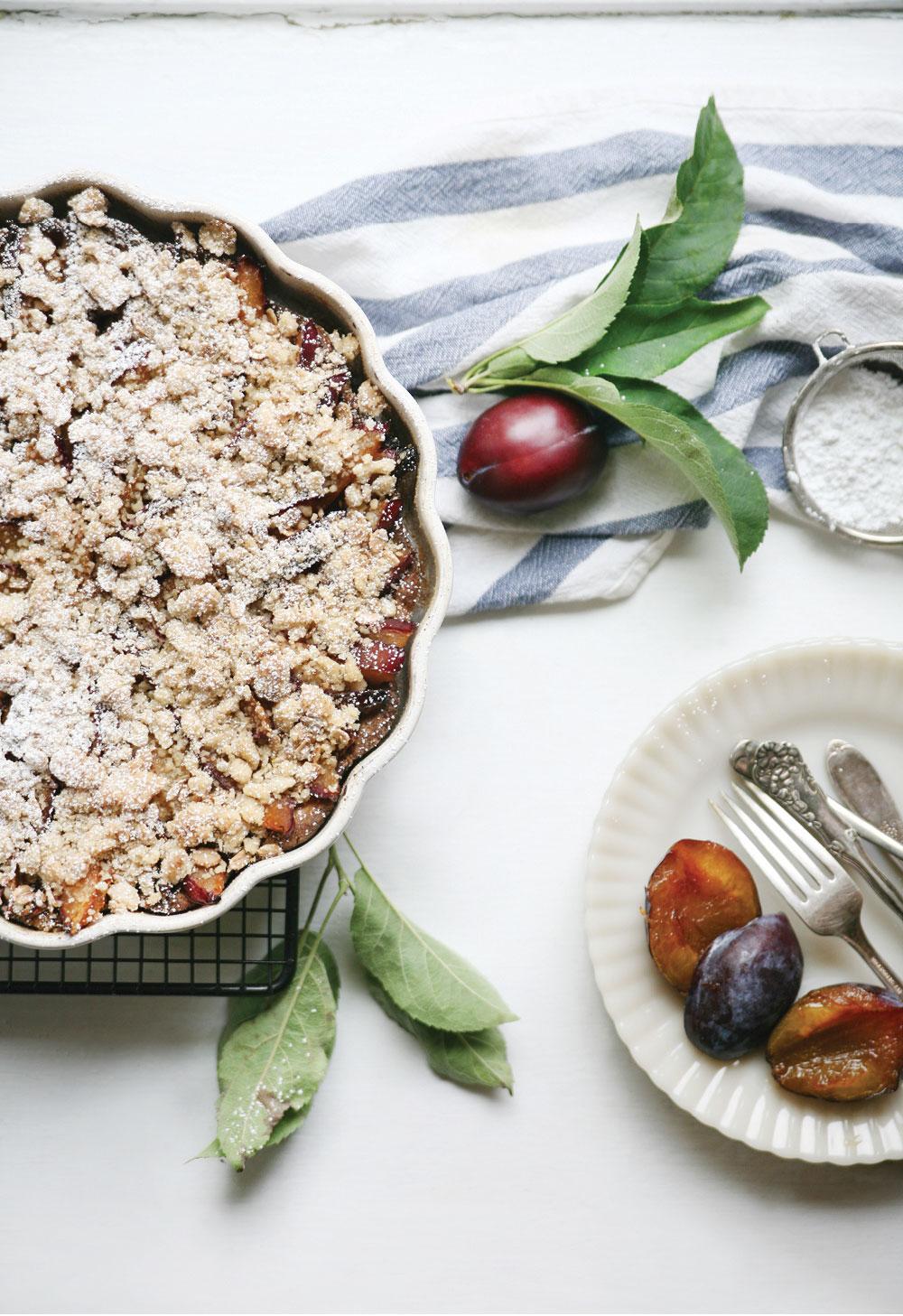 Gluten-Free-Crumble-Plum-Pie-Pure-Ella-Leche5
