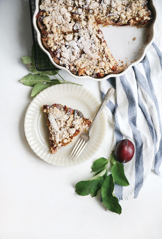 Gluten-Free-Crumble-Plum-Pie-Pure-Ella-Leche6