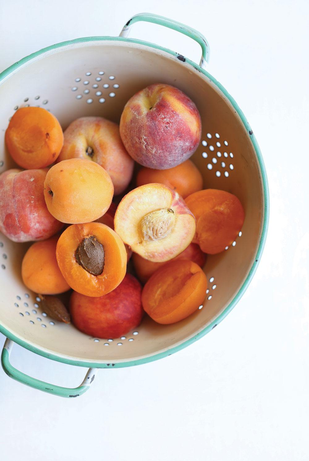 Grain-Free-Peach-Apricot-Crisp-Crumble-Pure-Ella-Leche2
