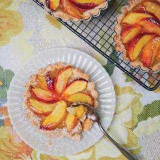 Amaretto Peach Tarts