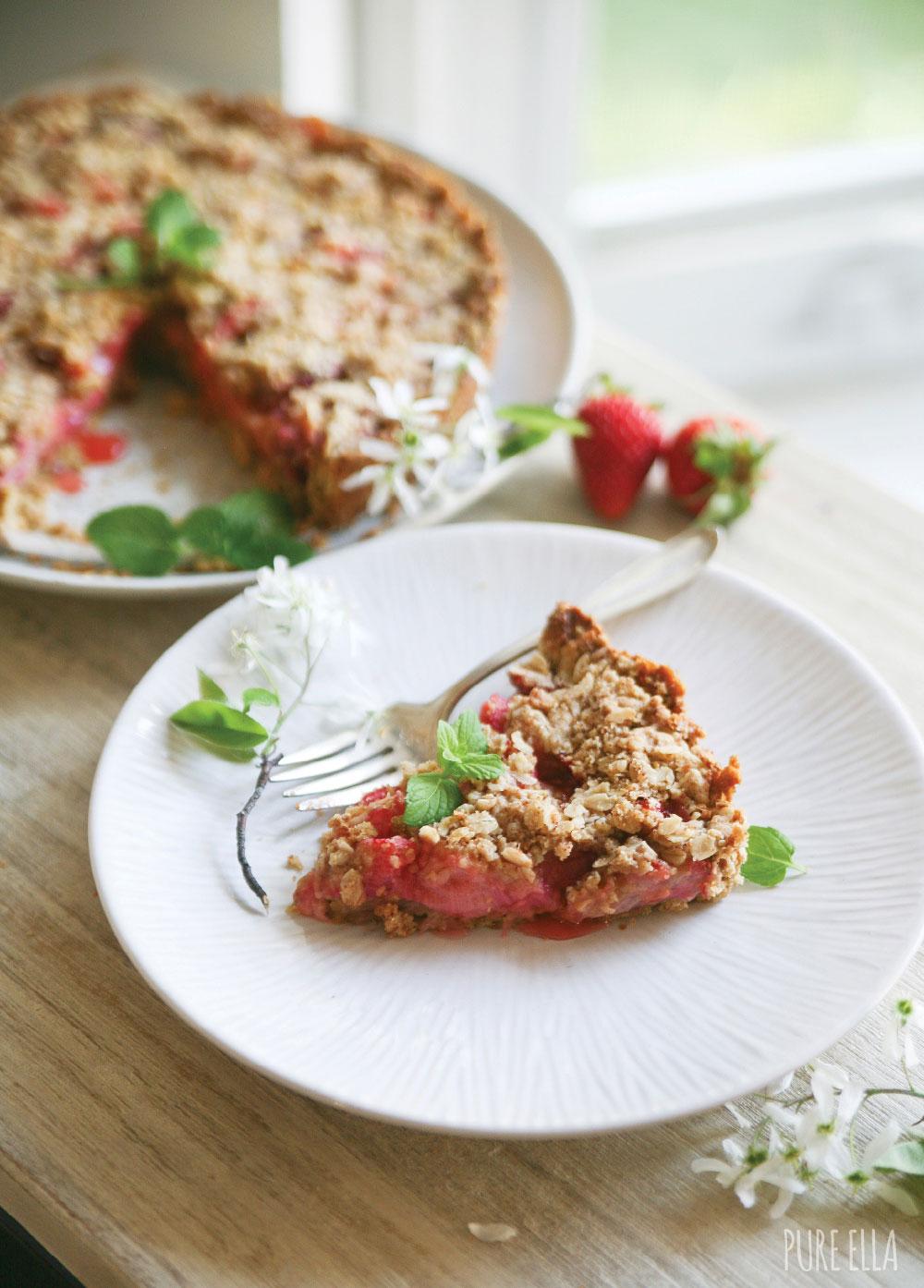 Pure-Ella-Gluten-free-vegan-Strawberry-Rhubarb-Crumble-Pie12