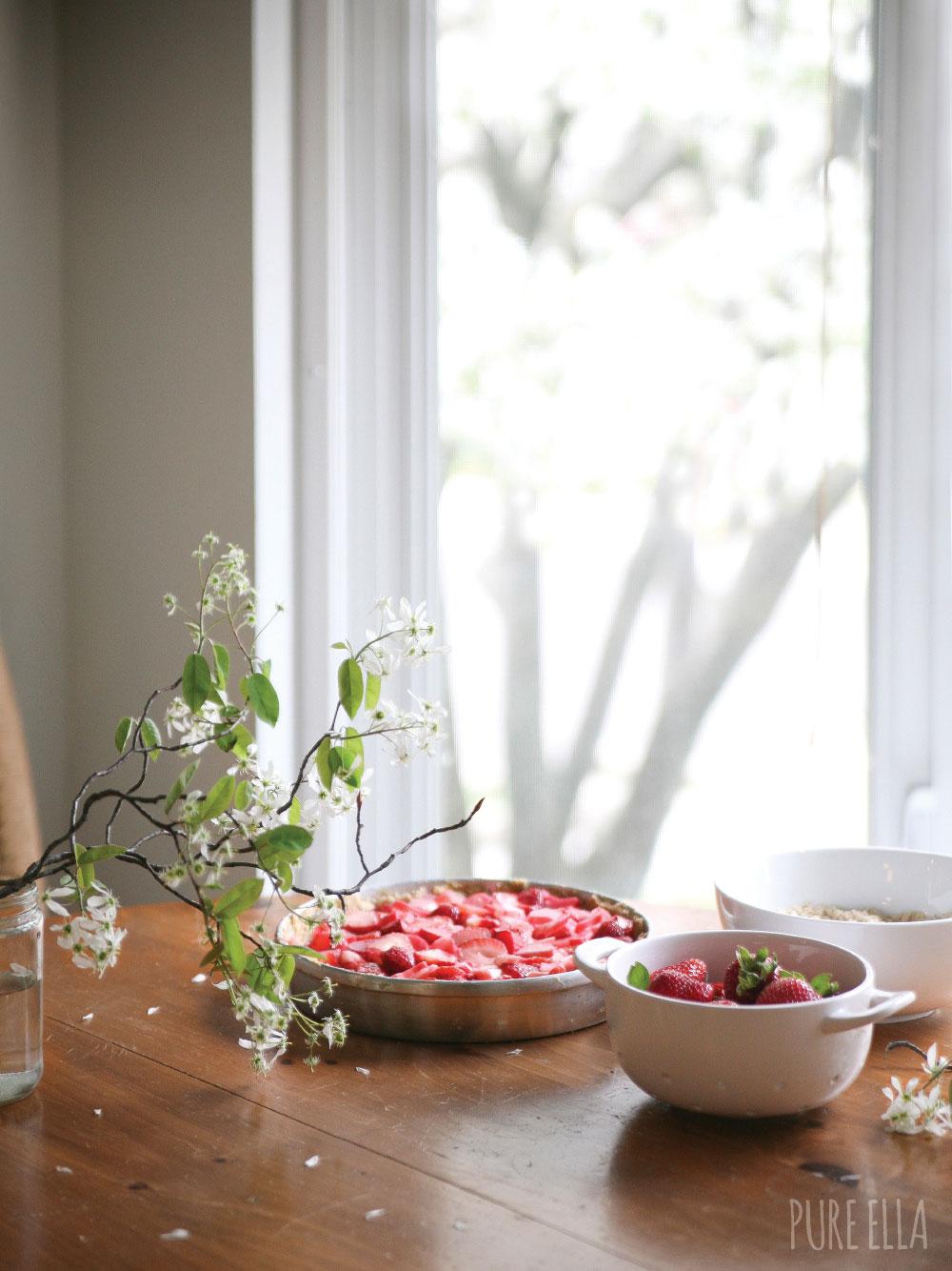 Pure-Ella-Gluten-free-vegan-Strawberry-Rhubarb-Crumble-Pie8