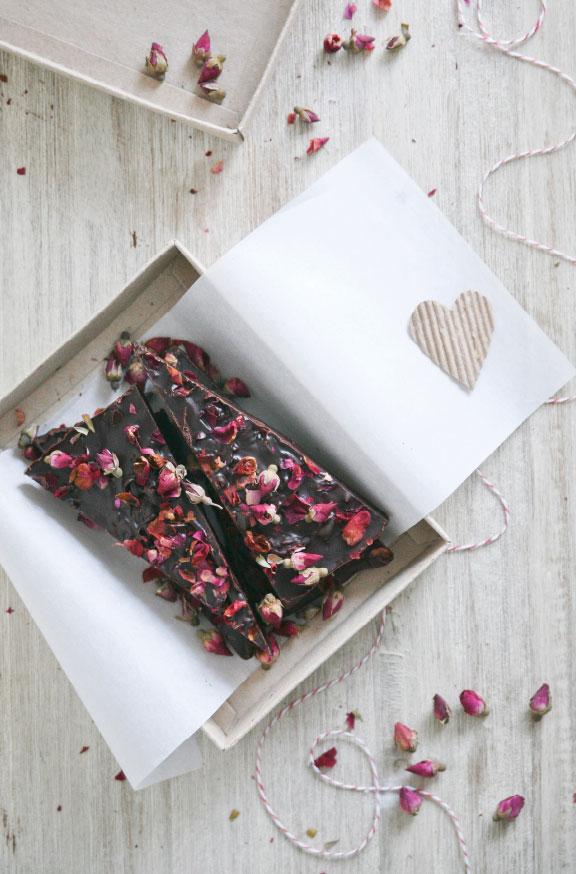 Pure-Ella-Pure-Passion-Rose-Petal-Dark-Chocolate-Bar15