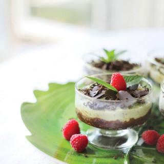 Raw Mint Chocolate Vegan Cheesecake Parfaits : raw, no-bake, no sugar added, gluten-free