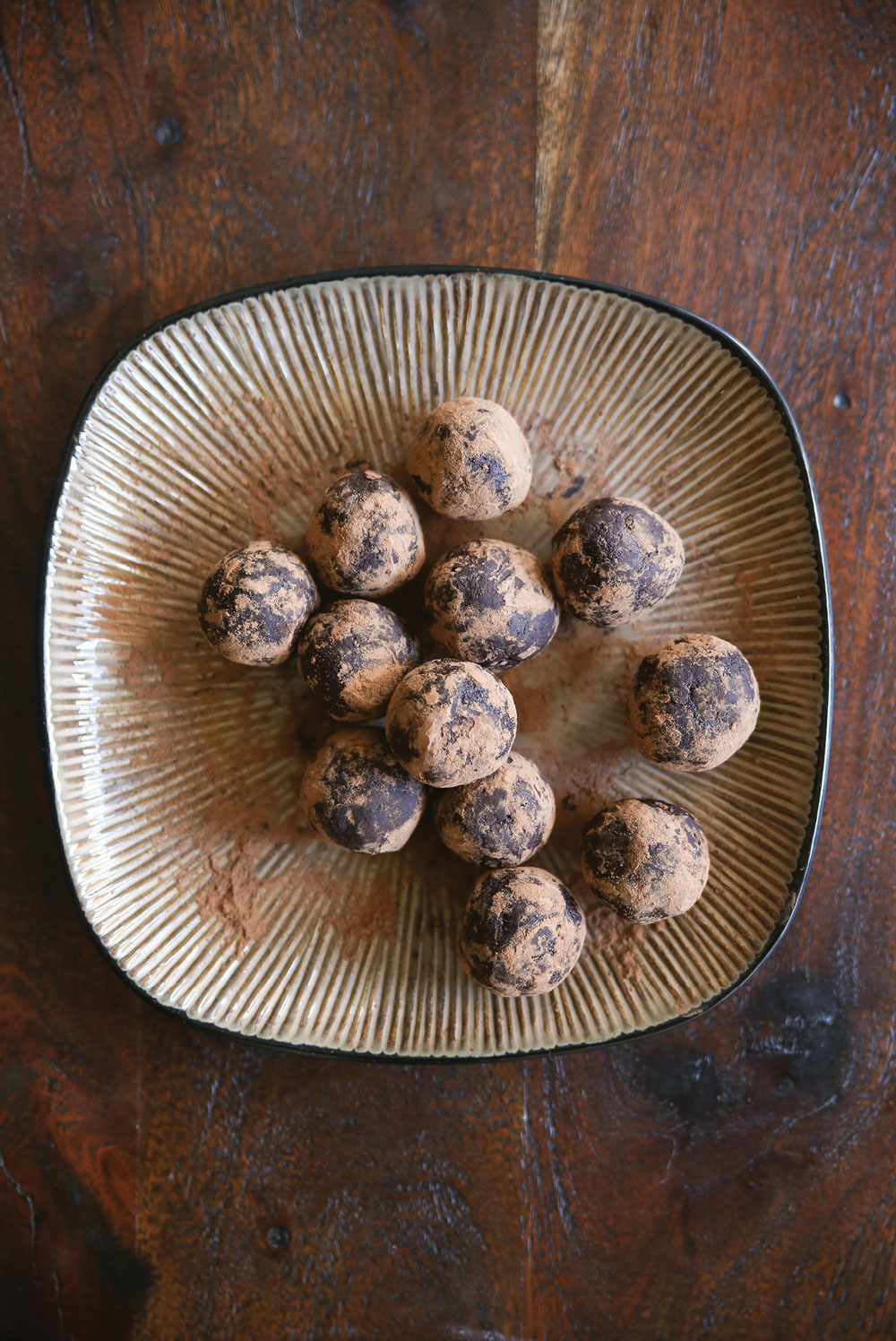 raw-amaretto-chocolate-energy-balls-pure-ella-leche2