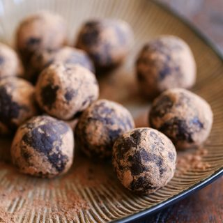 Healthy Raw Chocolate Energy Balls with Amaretto