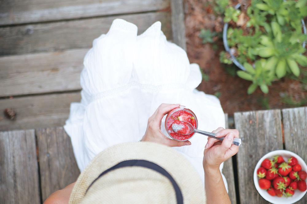 Strawberry-Puree-Chia-Pudding-Pure-Ella-Leche10
