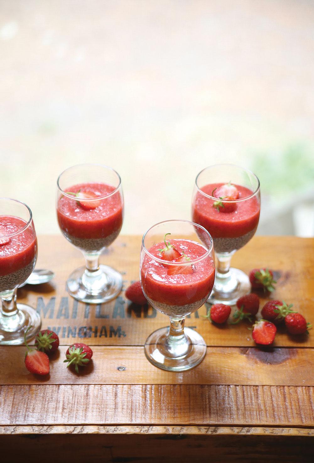 Strawberry-Puree-Chia-Pudding-Pure-Ella-Leche4