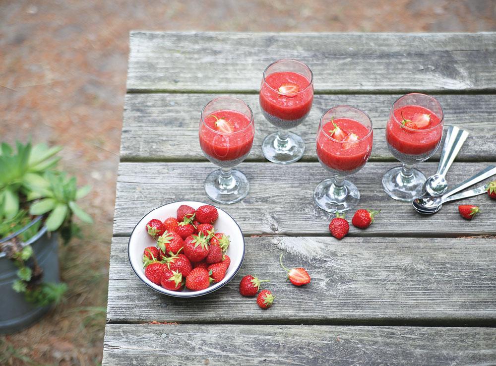Strawberry-Puree-Chia-Pudding-Pure-Ella-Leche5