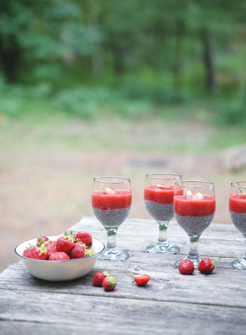 Strawberry-Puree-Chia-Pudding-Pure-Ella-Leche7